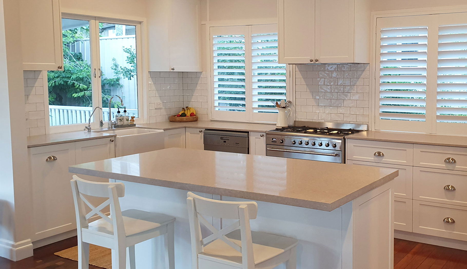 Kitchen in white built by Gecko Kitchens, licenced builder in Brisbane creating kitchens, bathrooms and laundries